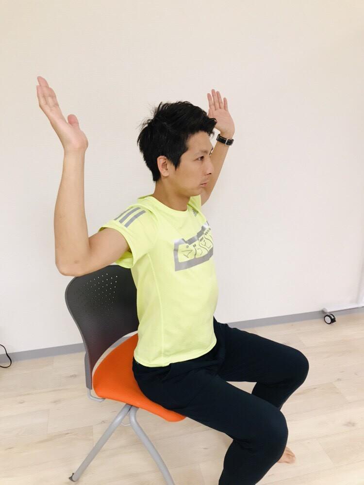 肩甲骨を筋膜リリース